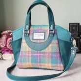 Swoon patterns knocks it out the park again (in our opinion) with the recently released Annette Purse sewing pattern. Perfect for all occasions, this Satchel Handbag and Commuter Tote are as stylis…