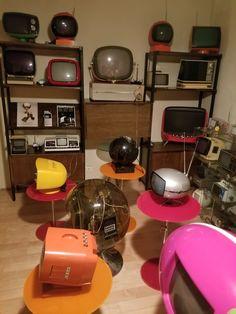 Crt Tv, Tv Sets, Vintage Tv, Space Age, Design Museum, Old Art, Mid Century Design, Tvs, Old Houses