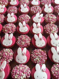 Heb je een kindje gekregen en wil je iets speciaals maken voor alle familie en vrienden die op bezoek komen? Deze leuke cupcakes zijn daar ideaal voor!