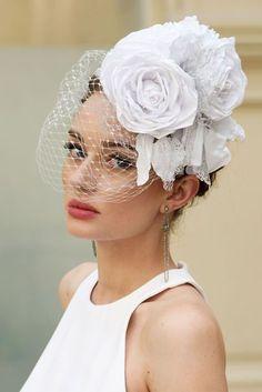 997b15d68c8b fascinator sposa con veletta e rosa sartoriale Cappelli Da Sposa