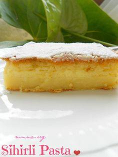 Bu pastanın özelliği bir hamurdan yapılması , piştiğinde ise 2 katlı bir pasta hissi vermesi..Alt kısımda krem karamel hissi veren sütlü yumurtalı bir kısım üst kısmında ise kekli bir kısım oluşuyor tereyağ tadı ön planda Karamel sosuyla çok daha güzel .İşte sihirli pasta tarifi   Malzemeler: 4 adet yumurta 2 paket vanilya 1 …