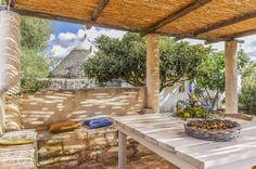 Se cercate una cornice insolita per la vostra vacanza in Puglia, et voilà, benvenuti da <b>Trullo à la Brocante</b>. Qui vi sembrerà di essere in un poeticissimo angolo della Provenza… Il ...
