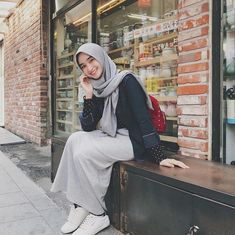 68 Trendy Ideas For Glasses Outfit Casual Fashion Styles Casual Hijab Outfit, Hijab Chic, Casual Outfits, Women's Casual, Smart Casual, Look Fashion, Girl Fashion, Fashion Outfits, Fashion Styles