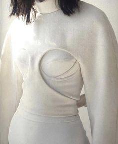 Geometric cut out white dress Minimal Fashion, High Fashion, Fashion Show, Fashion Outfits, Fashion Details, Fashion Design, Runway Fashion, Womens Fashion, Inspiration Mode