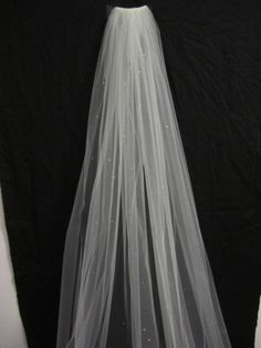 This is like the one I tried on with my dress but over $100 cheaper!! Single tier cathedral veil bridal veil wedding veil by terihuang, $135.00