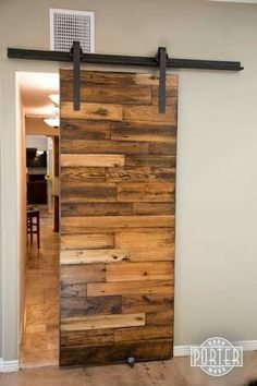 Pallet barn door interior pallet barn doors steps with pictures Pallet Door, Pallet Barn, Wood Barn Door, Diy Sliding Barn Door, Diy Barn Door, Wooden Doors, Diy Pallet, Sliding Doors, Pallet Ideas
