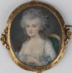 Portrait de femme  Auteur/exécutant anonyme (peintre)  Ecole France  Période création/exécution 2e moitié 18e siècle  Matériaux/techniques nacre, peinture à l'huile
