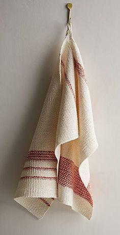 Retrohåndklæder i vævestrik. Skønne, brugbare håndklæder af hør med striber. Der er 2 variationer. De er strikket i vævestrik, men er ikke svære. Her strikket i 100 % hør på pinde 4.