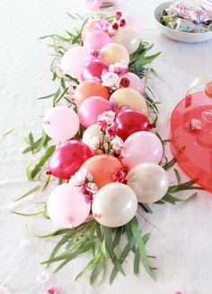 Ballloon centerpiece DIY Acrylic Signs & Rosé Party!