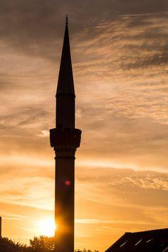 'Moschee im Sonnenuntergang' von toeffelshop bei artflakes.com als Poster oder Kunstdruck $17.33