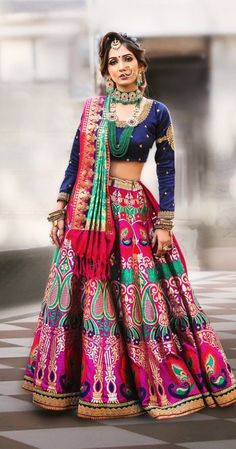 Latest Collection of Lehenga Choli Designs in the gallery. Lehenga Designs from India's Top Online Shopping Sites. Indian Fashion Dresses, Indian Bridal Fashion, Indian Outfits, Indian Clothes, Raw Silk Lehenga, Banarasi Lehenga, Anarkali, Indian Bridal Lehenga, Lehenga Choli Wedding