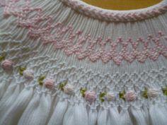 Los vestidos de nido de abeja o punto smock nos encantan!Son de toda la vida, nunca pasan de moda! Aunque comprar uno hecho a mano es b...