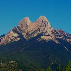 Pedraforca Places Ive Been, Mount Everest, Nature, Travel, Hipster Stuff, Holiday Destinations, Naturaleza, Viajes, Trips