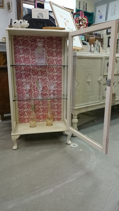 Vintage china cabinet, painted in Old Ochre Chalkpaint™ finished with Annie Sloan clear wax backing renewed. Vintage China Cabinets, Display Cabinets, Annie Sloan, Wax, It Is Finished, Glass, Painting, Cabinets, Window Displays