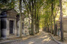 Le cimetière du Père-Lachaise est un lieu agréable et un peu irréel pour une promenade à #Paris. #France