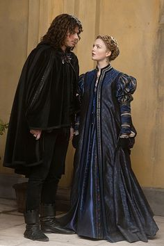 François Arnaud as Cesare Borgia and Holliday Grainger as Lucrezia Borgia in The Borgias (TV Series, -- I feel like I might start watching this show just for the costumes. Italian Renaissance Dress, Mode Renaissance, Costume Renaissance, Renaissance Fashion, Renaissance Clothing, Medieval Dress, Lucrezia Borgia, Os Borgias, Blue Costumes