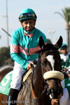 Flashback photo of Zenyatta with her jockey Mike Smith in the 2010 Lady's Secret