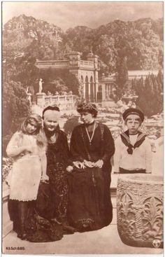 Marie with children Mignon and Nicolae and Queen Elisabeth of Romania. Romanian Royal Family, Greek Royal Family, Princess Victoria, Queen Victoria, Michael I Of Romania, Peles Castle, Central And Eastern Europe, Princess Alexandra, Falling Kingdoms