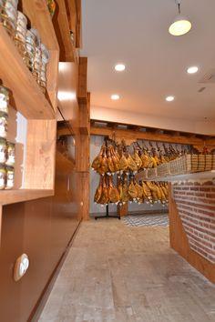 #Tienda #contemporaneo #contract via @planreforma #lamparas #revestimiento #rehabilitación #almacenamiento #baldosas #madera