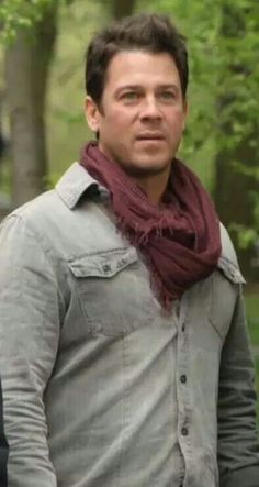 Jake Stone (Christian Kane) in The Librarians- Screen capped by Mary E. Brewer from TNT trailer of #The Librarians
