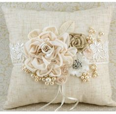 DIY Pillow Ideas and Tutorials