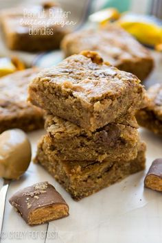 Peanut Butter Butterfinger Blondies - an easy recipe filled with peanut butter! My favorite blondie recipe with peanut butter and Butterfingers inside!