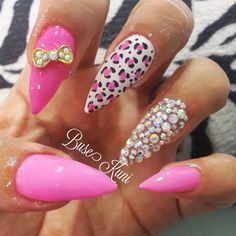 Looovee the design but not a big fan of he pointy nails
