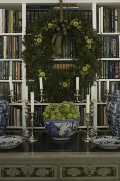 Blue and White Christmas - Carolyne Roehm (Chinoiserie Chic) Noel Christmas, Green Christmas, All Things Christmas, Christmas Wreaths, Christmas Decorations, Holiday Decorating, Xmas, Christmas Greenery, Elegant Christmas