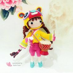 Kayla D - The Tiger Hat girl 虎帽女孩 (Pattern by @lydiawlc ) 超喜欢这充满特色,满满中国风的虎妞 ! Love her so much  #amigurumi #amigurumis #amigurumiaddict #amigurumidoll #crochet #crocheting #doll #crochetdoll #diy #handmade #handcraft #häkelpuppe #häkeln #instacrochet #ganchillo #ganxet #あみぐるみ #yarn #yarndoll #手工 #钩针