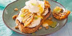 Open sandwich met mozzarella, gegrilde ananas en romige amandelsaus   - Recepten - Margriet