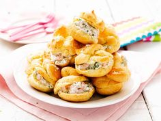 Savory cream puffs with crab/quark/dill filling (in Finnish, from Valio) Finnish Recipes, Great Recipes, Favorite Recipes, Sunday Breakfast, 20 Min, No Cook Meals, Good Food, Food And Drink, Appetizers