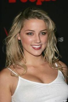Amber Laura Heard (born April is an American actress. Heard made her film debut in acclaimed sports drama Friday Night Lights, starring Billy Bob Thornton. Amber Heard Bikini, Amber Heard Sexy, Amber Head, Friday Night Lights, Celebs, Celebrities, Beautiful Smile, Hollywood Actresses, American Actress