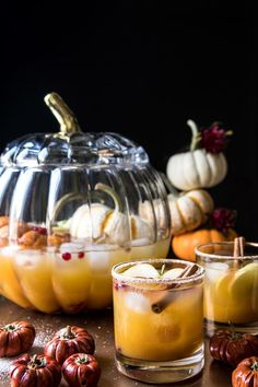 A treat for the grown-ups. 🥃 Pumpkin Patch Punch (pumpkin butter, vodka, ginger beer, cinnamon) by in our pumpkin punch bowl. 🎃 Recipe + shop link in bio. Thanksgiving Punch, Thanksgiving Recipes, Fall Recipes, Holiday Recipes, Thanksgiving Cocktails, Fall Punch Recipes, Thanksgiving Background, Thanksgiving Wallpaper, Christmas Cocktails