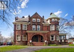 Hey do you need a castle? Heres one. Only 375,000. A quick 20 minute drive to the beautiful and prestigious Mount Allison University.   188 Victoria Street E, Amherst, Nova Scotia  B4H1Y5 - 4336007 | Realtor.ca