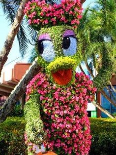 Epcot International Flower Garden - Festival Florida - Hedge topiary