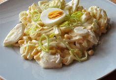 Almás póréhagyma-saláta Glaser konyhájából recept képpel. Hozzávalók és az elkészítés részletes leírása. Az almás póréhagyma-saláta glaser konyhájából elkészítési ideje: 15 perc