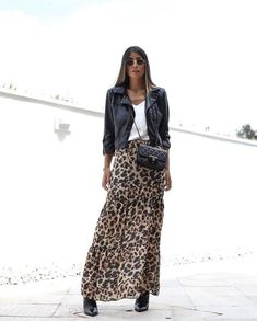 shoe trend 2019 Fashion Trend Animal Print Rock + Lederjacke + weies Top Source by shoetrendaewo alla moda Mode Outfits, Chic Outfits, Spring Outfits, Fashion Outfits, Womens Fashion, Fashion Trends, Autumn Outfits, Look Boho, Edgy Look