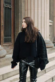 johanna-p-inspiraatio-patent-leather-trousers-knit