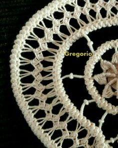 Hand Embroidery Videos, Lace Embroidery, Romanian Lace, Form Crochet, Point Lace, Crochet Tablecloth, Needle Lace, Tatting, Needlework