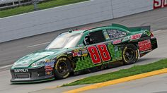 Dale Earnhardt Jr. posted the 14th-fastest time in qualifying for Sunday's Goody's Fast Relief 500 at Martinsville Speedway.