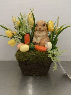 60 Spring & Easter decorating ideas for home coz' spring has sprung & we can't contain the excitement - Hike n Dip Easter Flower Arrangements, Easter Crafts For Kids, Easter Decor, Easter Centerpiece, Bunny Crafts, Easter Ideas, Easter Garden, Easter Season, Easter Wreaths