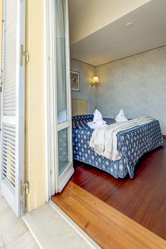 DOUBLE ROOM WITH PARQUET AND BALCONY
