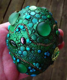 Dragón huevo a mano objeto encontrado pisapapeles