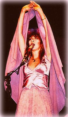 In 1978, Stevie grew tired of questions about her black dresses & rumors of witchcraft so had her 'Rhiannon' outfits made into all sorts of colors...