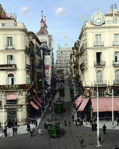 Montera street near Puerta del Sol in 1930 Best Hotels In Madrid, Foto Madrid, Madrid Travel, Old Egypt, Barcelona, Old Photography, Historical Pictures, Travel Aesthetic, Old Pictures