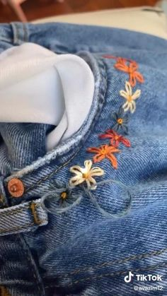 Embroidery On Clothes, Simple Embroidery, Shirt Embroidery, Embroidered Clothes, Diy Jean Embroidery, Diy Embroidered Jeans, Denim Jacket Embroidery, Embroidery Stitches Tutorial, Hand Embroidery Designs