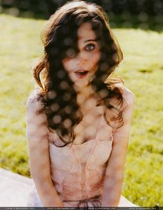 I am NOT a zooey fan, but this photo is so pretty and so fresh.