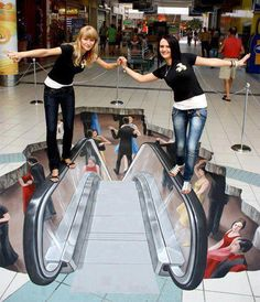 Amazing Things in the World - 3D chalk art.