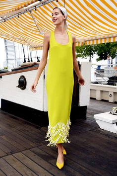 Lela Rose Spring 2019 Ready-to-Wear Fashion Show Collection: See the complete Lela Rose Spring 2019 Ready-to-Wear collection. Look 14 New York Fashion, Runway Fashion, High Fashion, Street Fashion, Womens Fashion, Lela Rose, Dinner Party Outfits, Cocktail Outfit, Yellow Fashion