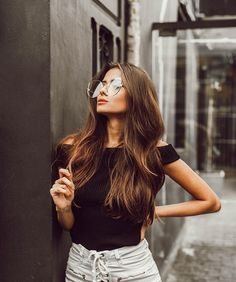S oversize modern clear flat lens cat eye glasses Portrait Photography Poses, Photography Poses Women, Tumblr Photography, Girl Photo Poses, Girl Poses, Picture Poses, Brazil Fashion, Shotting Photo, Foto Casual
